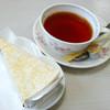 アリスの海 - 料理写真:レアチーズケーキとホット紅茶