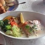 行楽花 - 本日の魚料理(サーモンホワイトクリーム)    ¥1000美味しかった
