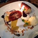 ルーズカフェ - チーズケーキとカボチャムースを一緒のお皿で盛り付けてもらいました。
