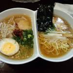 らーめん 極味 - 極味二色めん(スープと出汁の二つの味)