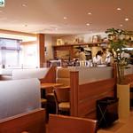 トマティーナ - あたたかな雰囲気の店内は、お1人様でもゆっくりと気軽にご利用できます!