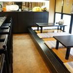 寿司大和 - カウンターと小上がりの目配りが利きそうなコンパクトなスペース