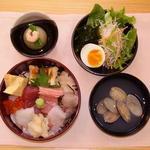 明かり - 料理写真:人気no.1ランチ海鮮ちらし1650円