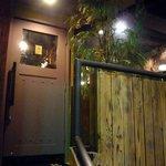 焼き鳥・水炊き たから - お店の入口です。お店は2階にあります。