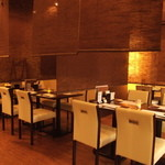 JAPANESE  DINING 無花果 - フロアー席は全席のれんで仕切られた半個室。