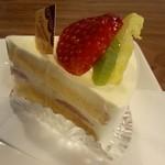 あひるの工房cafe - 料理写真:☆フルーツのショートケーキ¥330 (単品の値段 ) … 小さくて可愛らしい♪