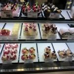ルセット・マリナ - お店にはオーナーシェフの野崎さんご自慢の素晴らしいケーキが並んでます。