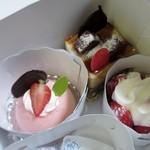 ルセット・マリナ - この中から丁度この時期は阪急地下街でももいろスイーツフェアをやってたんでイチゴを使ったケーキを中心に3品かって帰りました