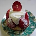 ルセット・マリナ - イチゴのタルト400円、旬のイチゴを贅沢に使ったこの店の人気商品です。
