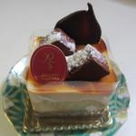 ルセット・マリナ - キャラメル350円、イチゴ以外にも妻が好きそうなキャラメルケーキがあったんで購入してみました。  とっても滑らかな食感のキャラメルケーキです。