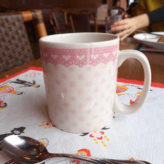 スカンディヤ - 紅茶のマグカップがかわいい。ティーカップと違い、家庭的な雰囲気