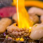 炭火焼肉ホルモン いこら - 料理写真:ヒマラヤ岩塩と沖縄塩をブレンドしたこだわりの塩