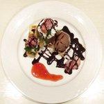 新宿ローズ邸 - とちおとめワッフル 735円