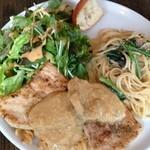 ピッコロティガー - ランチ       牡蠣とほうれん草のクリームパスタとカジキ