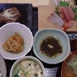 魚新 - 日替わりランチ800円
