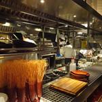 ITALIAN RESTAURANT & BAR GOHAN - 廊下に面したオープン・キッチン