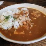 マルニカフェ - 本日のカレー(煮込みチキンカレー)