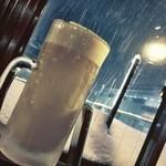 ダイニングバー shaku shaku - 今日の締めは、雪を見ながら雪見酒!(^ー^)ノ本日、東京はなかなかの吹雪です( ̄▽ ̄)