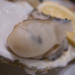 フラミンゴ - 厚岸産 牡蠣の白ワイン蒸し!ふっくらと! いい感じの蒸し具合でございます☆