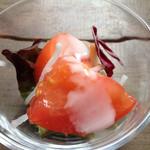 レストラン御倉 - ガラス小鉢に用意された、賀茂トマト