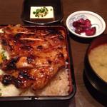 24273831 - 鶏のとろろ重(ごはん大盛り) ¥840