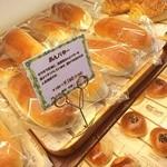 アルティザン - 素朴なパンも♪