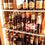 world beer & cafe Qbrick - いろんな種類のビールがスタンバっています