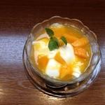 糖朝 - 杏仁豆腐(マンゴー乗せ)