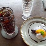 CAFE ARTISTA - アイスコーヒーとガトーショコラ