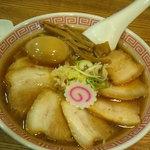 スミレ食堂 - チャーシュー麺と味玉