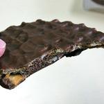 パティスリーキハチアンドルサンパーム - キハチワッフルショコラサンド(黒胡麻ショコラクリーム)