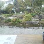 24282084 - 店内に入ると、正面にお庭が見えます。