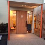 レイヨン デュ ソレイユ - オレンジと白が基調。美容室みたいでかわいい