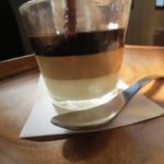 カフェ アンジー - 上からコーヒー、カフェオーレ、クリームチーズ。なかなかでした。