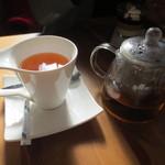 カフェ アンジー - 紅茶(450円)はポットで。