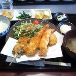 大のじ - ミックスフライ定食(海老2、ハモ2、串カツ1)※ご飯少なめで注文