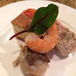 神戸パリ食堂 - 5種類のフレンチとドリンク3杯ついて2000円!       オードブル盛り合わせ       (キッシュ、鶏のテリーヌ、ホタテ貝のタプナード、海老の燻製)