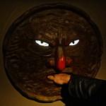 焼き鳥 黒てんぐ - 手を入れると太鼓の音がしてドアが開きます