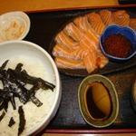 24292250 - サーモンといくらの親子丼 限定3食 500円