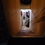 カナヤマ エイティーズ - お店は地下一階
