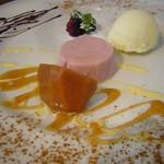 Paul - 柚子シャーベット、カシスのババロア、柿のワイン煮にキャラメルソース