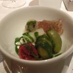 レストラン ラ フィネス - アミューズ クマモンのほっぺで作ったドライトマト、ブラータ(イタリアノチーズ)、リック(オリーブ)、シャモのコンソメ