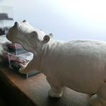 trattoria Pippo - 店名にちなんで店内にはカバの置物がたくさん