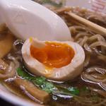 フスマにかけろ 中崎壱丁 中崎商店會1-6-18号ラーメン - 8)味付煮卵アップ