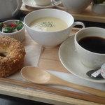 24301807 - ベーグルとスープのセット