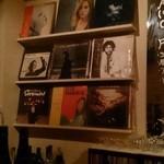 Milk Bar - レコードがいっぱいです((´∀`*))