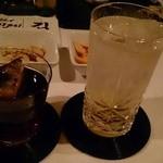 Milk Bar - 梅酒ロックとカシスフレーバーのウォッカトニック