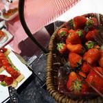 ロビーラウンジ 「マーブルラウンジ」 - 生のイチゴも食べ放題。