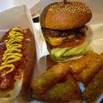 ビッグスマイル - ハンバーガーとホットドック そしてセットでついてきたハッシュドポテト