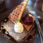 kawara CAFE&DINING + PLUS - ワッフル黒ゴマアイス。